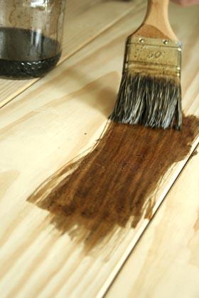 Teinter le bois esprit cabane idees creatives et ecologiques for Peinture wenge bois