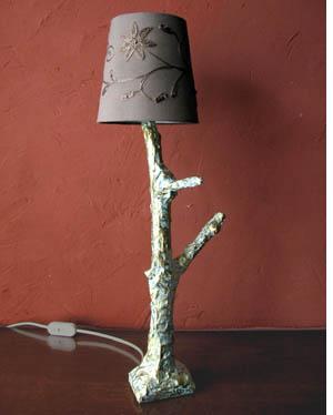 un pied de lampe arbre esprit cabane idees creatives et ecologiques. Black Bedroom Furniture Sets. Home Design Ideas