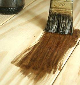 Teinter le bois avec du brou de noix