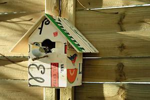 Cabane pour les oiseaux esprit cabane idees creatives et ecologiques - Cabane a oiseau en bois ...