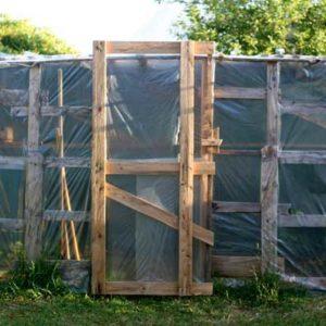 Récup : Construire une serre en palettes