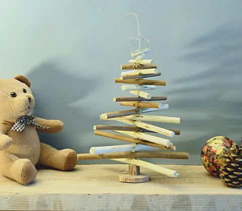Sapin de Noël en bois et fil de fer