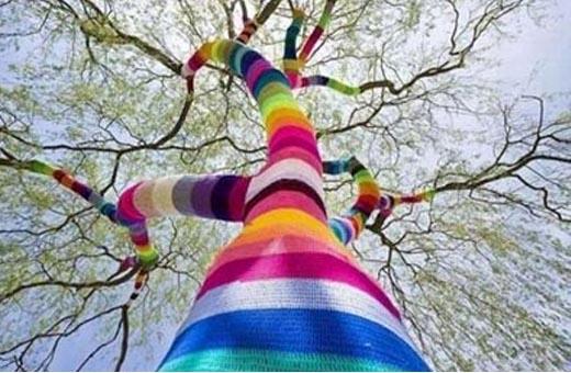 land-art-arbre-crochet-g