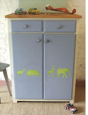 Meuble enfant bleu pastel esprit cabane idees creatives for Idee renovation meuble
