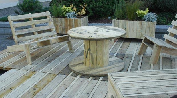 Jardin-terrasse en matériaux de récupération