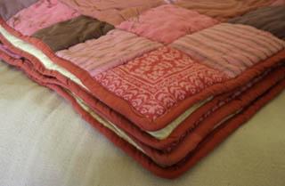 courtepointe en patchwork esprit cabane idees creatives et ecologiques. Black Bedroom Furniture Sets. Home Design Ideas