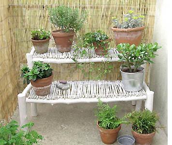 Pr sentoir plantes vertes esprit cabane idees for Idee deco plantes terrasse