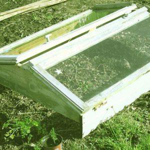 Fabriquer une serre à semis avec des fenêtres de récup