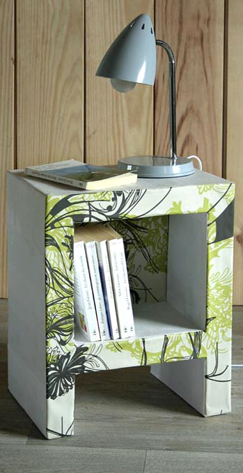 table de chevet en carton esprit cabane idees creatives et ecologiques. Black Bedroom Furniture Sets. Home Design Ideas