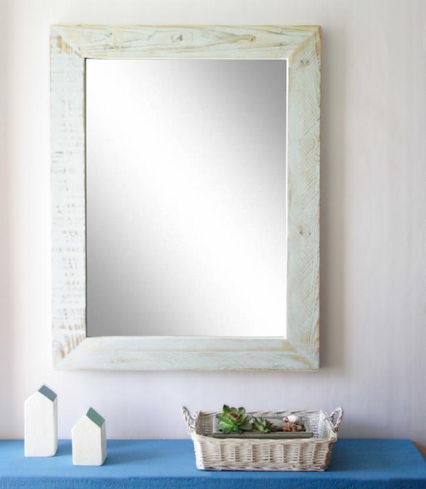 cadre miroir en palettes esprit cabane idees creatives et ecologiques. Black Bedroom Furniture Sets. Home Design Ideas