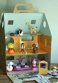 Maison de poup es en carton esprit cabane idees creatives et ecologiques - Maison carton enfant ...