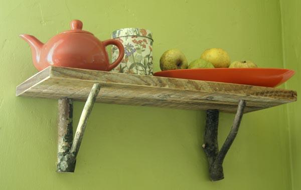Tablette nature esprit cabane idees creatives et ecologiques - Faire une etagere en bois ...