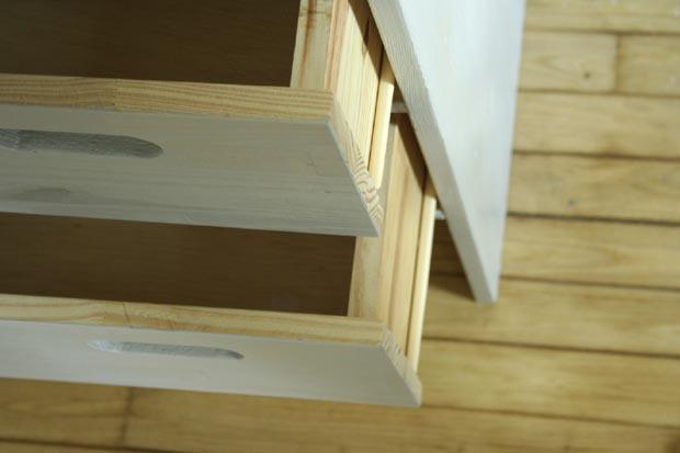 table a langer détail tiroirs