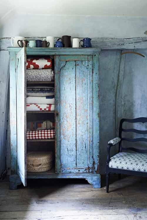 armoire patine bleue