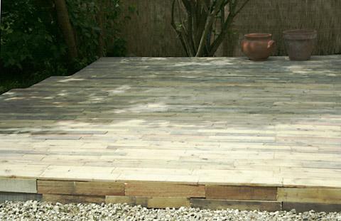 Terrasse bois palette esprit cabane idees creatives et - Fabriquer une terrasse avec des palettes ...