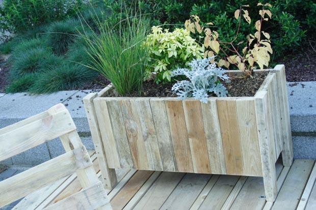 Jardin terrasse en mat riaux de r cup ration esprit for Recup palette jardin