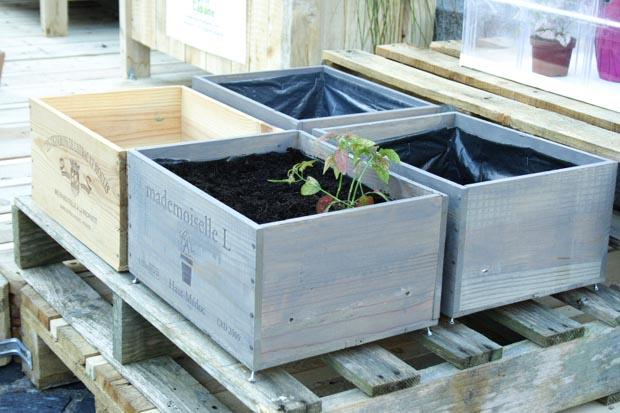 Jardin terrasse en mat riaux de r cup ration esprit - Recuperation caisse vin bois ...