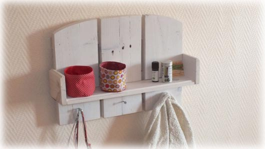 Cr atrice de meubles en bois de palettes esprit cabane idees creatives et e - Construire une etagere bois ...