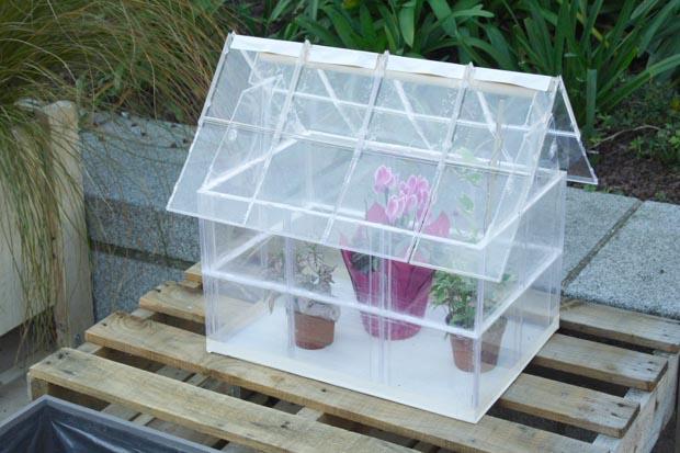 fabriquer une serre en palette images. Black Bedroom Furniture Sets. Home Design Ideas