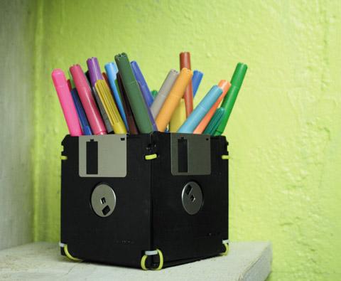 pot crayon disquettes