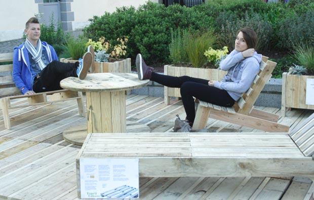 Jardin terrasse en mat riaux de r cup ration esprit for Terrasse de jardin en palette