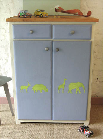 meuble enfant bleu pastel esprit cabane idees creatives et ecologiques. Black Bedroom Furniture Sets. Home Design Ideas