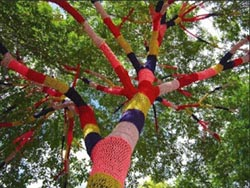 land art arbre crochet